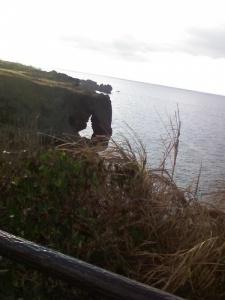 海に突き出した岩 中が空洞
