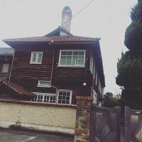 おおきな三角屋根の家