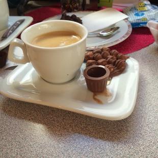 コーヒーショップ ミルク入れがチョコレート