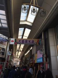 大須商店街に頭上にかかる大須演芸場の看板